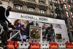 Michael Kors thâu tóm thương hiệu Jimmy Choo