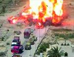 Xe tăng nghiền nát ô tô chở 100kg thuốc nổ đánh bom liều chết, cứu sống 50 người