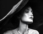 Angelina Jolie chia sẻ về chứng bệnh khiến mặt chảy xệ sau ly hôn