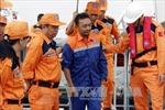 Cứu 2 thuyền viên người Philippines và Malaysia bị nạn trên biển