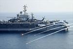 Bị hải quân Iran chặn đầu, nhóm tàu sân bay Mỹ nã đạn cảnh cáo