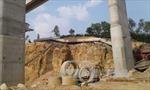 Gãy thanh dầm cầu dẫn lên cao tốc Hạ Long - Vân Đồn