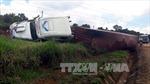 Xe container lật ngang trên đường Hồ Chí Minh