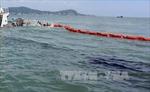 Bục ống dẫn khiến 200 lít dầu tràn ra Vịnh Hạ Long