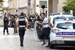 Cảnh sát Pháp thu giữ nhiều vũ khí, thuốc nổ ở ngoại ô Paris