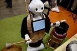 Robot thay sư thầy tụng kinh trong tang lễ tại Nhật Bản