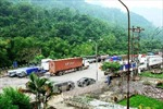Mưa lớn gây khó khăn cho hoạt động của doanh nghiệp tại Cửa khẩu Thanh Thủy