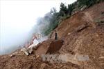 Khoan phá đá tảng sạt trượt chia cắt Quốc lộ 12 - Điện Biên
