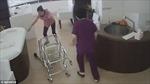 Nữ y tá xô xe đẩy, bé 19 ngày tuổi rơi đập đầu xuống đất
