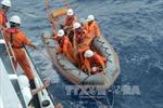 Cứu hộ thành công 17 ngư dân Thanh Hóa gặp nạn trên biển