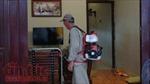 Nhân viên  y tế vẫn phun thuốc diệt muỗi theo 'chỉ đạo' của người dân
