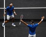 Không đồng điệu trong trận đánh đôi lịch sử, Nadal và Federer vẫn vui đùa cùng chiến thắng