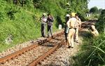 Phóng qua đường sắt, một phụ nữ bị kéo lê hàng chục mét và tử vong