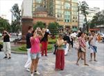 Đón các đoàn khách quốc tế đầu tiên đến TP Hồ Chí Minh trong năm 2012