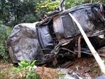 Xe ô tô đâm vào ta-luy làm 7 người chết và bị thương nặng