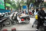 """Lấn chiếm vỉa hè, lòng đường ở Hà Nội: Không thể cứ """"đánh trống bỏ dùi"""""""