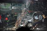 Hà Nội: Xe ô tô bốc cháy sau khi gây tai nạn