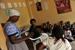 Giúp châu Phi vượt qua cuộc khủng hoảng HIV/AIDS