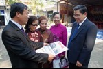 Việt kiều ở Lào thiết tha với báo chí trong nước