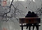 Ấm áp lễ Tình yêu bên Hồ Gươm