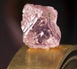 """Chiêm ngưỡng viên kim cương """"khủng"""" màu hồng"""