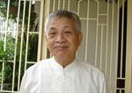Nhà thơ Ngô Văn Phú độc ẩm ngắm hoa quỳnh