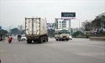 Xe container thản nhiên đi ngược chiều trên đường cao tốc
