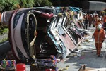 Lật xe buýt, 24 người thương vong
