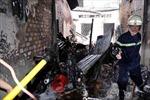 Cháy nhà 2 tầng, 4 người thoát chết