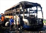 Xe giường nằm bốc cháy, hơn 30 khách thoát chết
