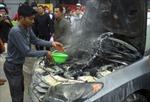 Ôtô Hyundai cháy giữa đường
