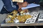 Cận cảnh vụ vớt túi vàng tang vật dưới lòng sông