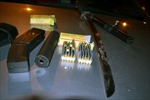 Phát hiện hàng trăm viên đạn trên xế hộp