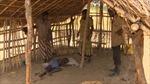 """""""Bó tay"""" với bệnh gục đầu bí ẩn ở Uganđa"""