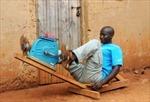 Máy phát điện bằng bàn đạp ở Ruanđa