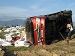 Hai xe tải đối đầu, 3 người bị thương