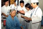 Báo động đỏ thiếu nguồn nhân lực y tế