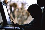 """1/3 trẻ em Anh 10 tuổi từng xem hình ảnh """"tươi mát"""""""