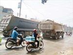 Xe chở vật liệu, phế thải 'tung hoành' trong giờ cấm