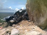 Tin thêm về vụ lở đá trúng xe khách gây chết người