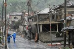 Lốc xoáy tàn phá khu vực phía đông Nhật Bản