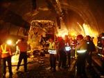 Cháy lớn bùng phát sau tai nạn trong đường hầm