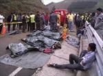 Xe khách rơi xuống hẻm núi, 12 người chết