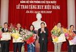 Chủ tịch nước Trương Tấn Sang trao Huy hiệu Đảng tặng đồng chí Nguyễn Thị Doan