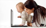 Các bà mẹ lướt Facebook nhiều hơn sau sinh