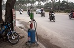 Bình Dương: Thu giữ hàng trăm trụ bơm di động bán lẻ xăng dầu