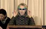 Hillary Clinton diện kính siêu nhân