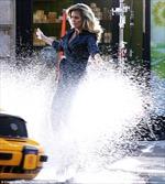 Siêu mẫu Heidi Klum bị taxi té nước