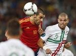 Hàng thủ lên ngôi trong trận bán kết đầu tiên Euro 2012