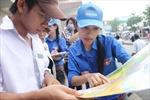 Thí sinh về Hà Nội, bến xe ngập màu xanh